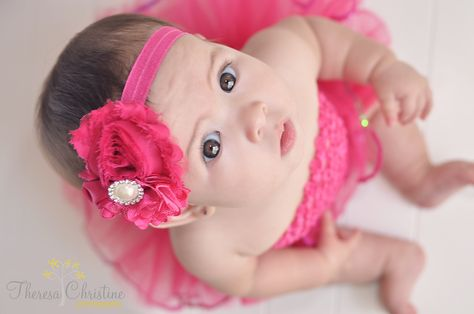 6 month old baby girl photography poses... except a hat and a boy!