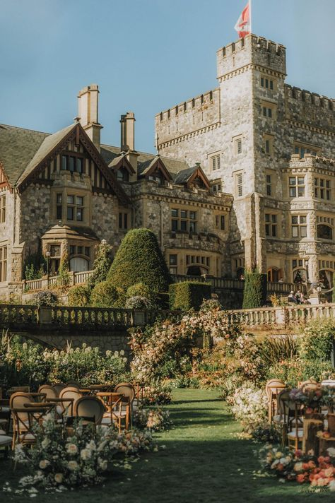 Fairytale Wedding at Oheka Castle - WedLuxe Magazine Beautiful Castles, Beautiful Places, The Places Youll Go, Places To Go, Castle On The Hill, Travel Aesthetic, Architecture, Dream Wedding, Wedding Castle