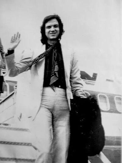 Club De Fans Oficial 1973 Queremos Que Camilo Regrese A La Argentina Camilo Sesto Camilo Camilo Blanes