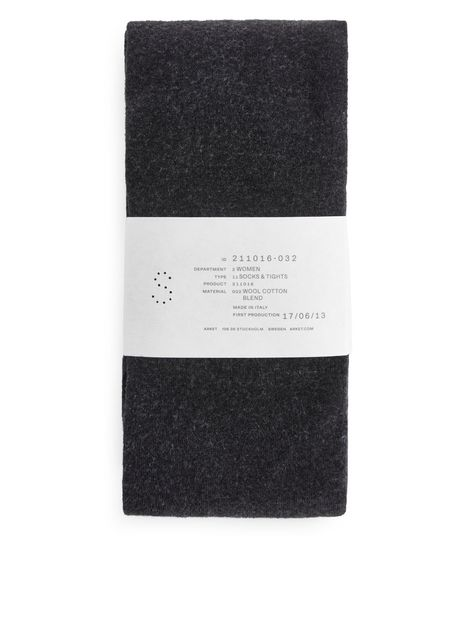 Warm and comfortable tights, plain-knitted in a cotton/wool blend.