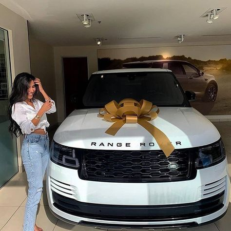 Take a Look at These Luxury Cars Owned by your Favorite Celebrities! Dream Cars, My Dream Car, Rich Cars, Celebrity Cars, Top Luxury Cars, Luxury Suv, Lux Cars, The Perfect Girl, Car Goals