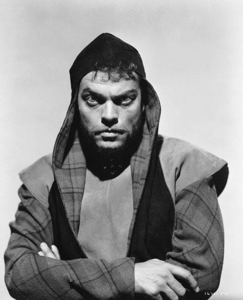 Orson Welles (1915 - 1985) directs and stars in a screen version of Shakespeare's 'Macbeth'.