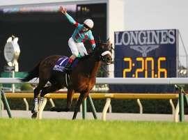2分20秒6のレコードタイムで優勝したルメール騎乗のアーモンドアイ 25日 東京競馬場 アーモンドアイ 牝馬 競走馬
