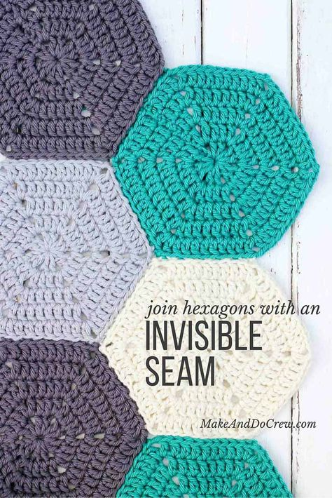 Clear photo tutorial on how to join crochet hexagons with an invisible seam. Great for sewing hexagons together for an afghan or seaming granny squares. Form Crochet, Thread Crochet, Crochet Crafts, Crochet Stitches, Crochet Projects, Crochet Patterns, Crochet Ideas, Crochet Geek, Crochet Rugs