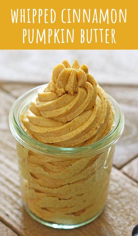 Geschlagen Zimt Kürbis Butter birst mit Herbst Aromen und perfekt auf Brot, Muffins, Pfannkuchen, Waffeln, und fast alles andere! Machen Sie es sich vor! #cinnamon #pumpkin #pumpkinbutter #fall #fallrecipes #thanksgiving #dessert #Recipe #butter #whippedbutter #handletheheat #howto #rezepte #gesunderezepte