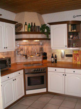 Weiße Landhausküche mit viel Stauraum Küche Pinterest - küche eiche rustikal