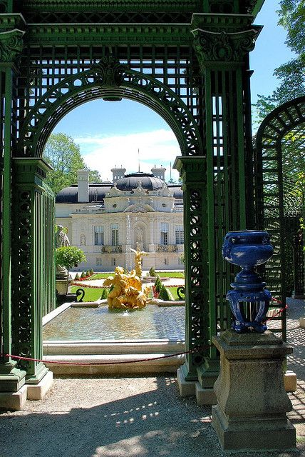 Schloss Linderhof Bavaria Germany Explore The World With Travel Nerd Nici One Country At A Germany Castles Places Around The World Amazing Architecture