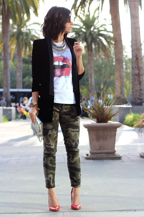 If you want to feel confident in your outfit, pair a black velvet blazer with olive camouflage skinny jeans. Let your sartorial chops really shine by finishing your look with red leather pumps. Mode Outfits, Fashion Outfits, Fashion Trends, Fashion Hats, Fashion Ideas, Summer Outfits, Casual Outfits, Camo Outfits, Casual Clothes