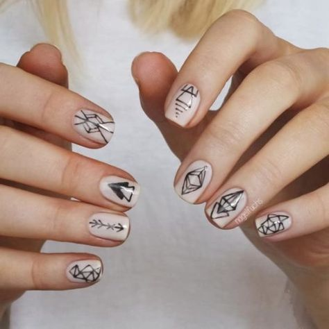 Incredibly Geometric Henna Tattoo Nails nail art by nagelfuchs,