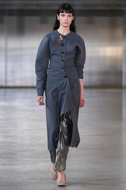 See all the Collection photos from Lemaire Autumn/Winter 2017 Ready-To-Wear now on British Vogue