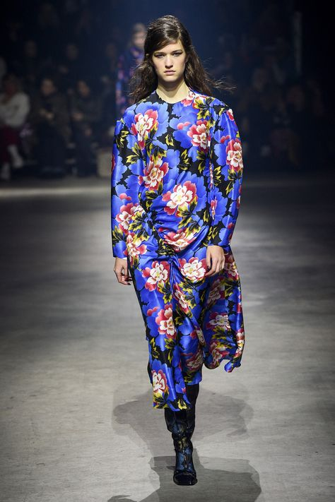 6e4122fe2 The complete Kenzo Fall 2018 Ready-to-Wear fashion show now on Vogue Runway.