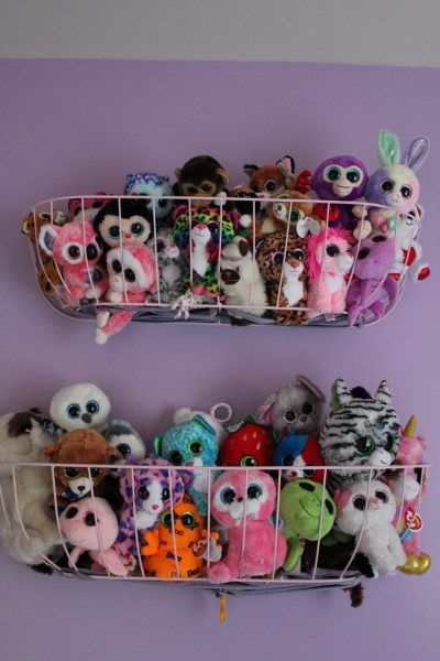 Both a playroom and cozy cocoon, this room must combine comfort, originality and safety. Doll Storage, Baby Storage, Kids Storage, Storage Design, Girls Room Storage, Beanie Boos, Stuffed Animal Storage, Organizing Stuffed Animals, Stuffed Animal Hammock