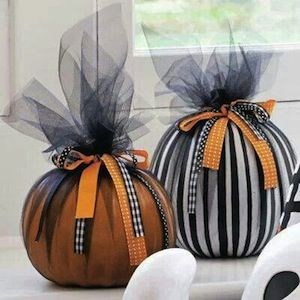 Cute Halloween decorations - pic only for idea .   Uses tulle , ribbon and mini or pie pumpkin .