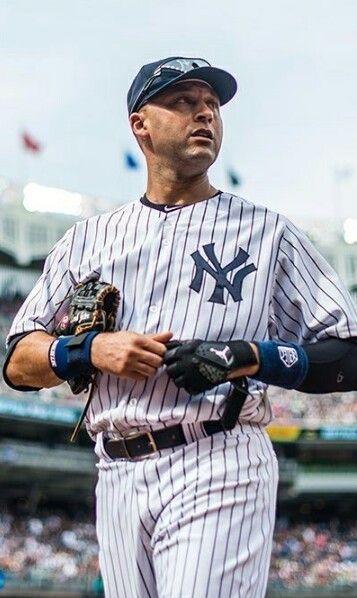 Pin By Michael Rodriguez On Yankee Universe New York Yankees Yankees Baseball Ny Yankees
