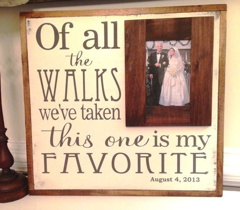 'Of all the walks we've taken this one is my favorite', vertaling 'Van alle wandelingen die we hebben gemaakt, is dit mijn favoriet'. Een mooi cadeau voor de bruid van haar vader.