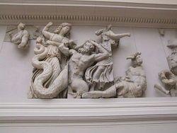 Pergamonnmuseum Berlin Pergamonaltar Gigantomachie Die Drei Moiren Schicksalgottinnen Altgriechische Kunst Altgriechische Skulptur Griechische Mythologie