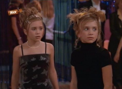 The Best Mary Kate & Ashley Movie Fashion Moments That Gave Us Serious Teen Style Envy Mary Kate Ashley, Mary Kate Olsen, 2000s Hairstyles, Cool Hairstyles, Ashley Olsen, Fashion Tv, 2000s Fashion, Fashion Outfits, Aesthetic Clothes