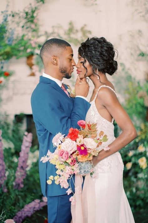 When you can feel the chemistry right through the image. 😍 @trfloraldesign's statement-making bouquet was the perfect match for this sweet moment of intimacy. 💐 | Photography: @stephaniebrauer #stylemepretty #weddingflowers #weddingbouquet #weddingflorals