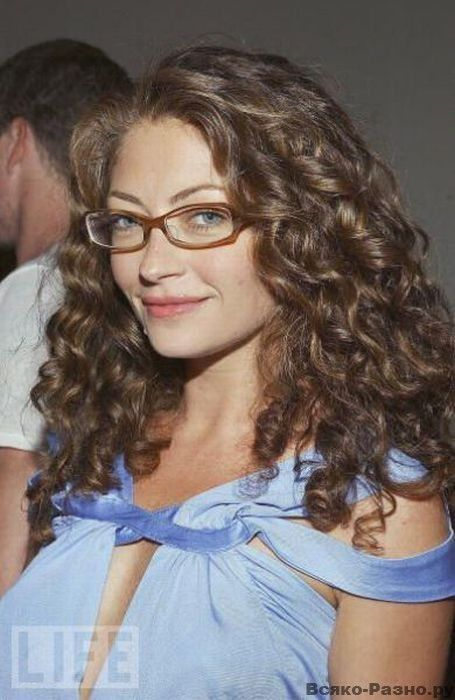 Grobo7 Photos Of Celebrities Wearing Glasses Rebecca Gayheart Celebrities With Glasses Curly Hair Styles