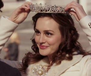 Image shared by Pastora Waldorf. Find images and videos about Queen, princess and gossip girl on We Heart It - the app to get lost in what you love. Gossip Girl Blair, Vanessa Gossip Girl, Mode Gossip Girl, Estilo Gossip Girl, Gossip Girl Memes, Blair Waldorf Gossip Girl, Gossip Girl Outfits, Gossip Girl Fashion, Bad Girl Aesthetic