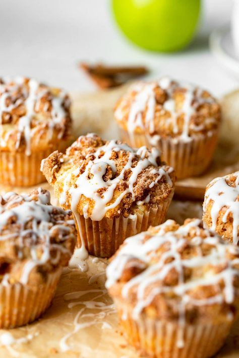I've tried them all and these are the absolute best apple coffee cake muffins you'll ever make! Better yet, these Costco style muffins are crazy easy to throw together! #fallbreakfast #recipe #muffins #applerecipe #fallrecipe #applemuffins