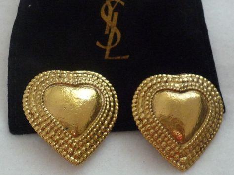7bcbfe84e5f Yves Saint Laurent-fantasie oorbellen. Clip-On Earrings door Yves Saint  Laurent.Hart vormige.De YSL logo is gevonden achter de oorbel.35 cm in  lengte en ...