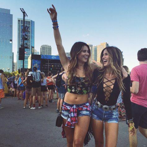 """Rachel Barnes Horowitz on Instagram: """"Alt-J with my bae @kyrasantoroxx ✌️ #rockytakeslolla #lollapalooza #altj"""""""