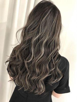 2019年夏 ロング 髪量 多い 髪質 普通 太さ 普通 クセ 少し 顔型 丸型