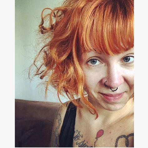Beschreiben Sie sich in einem Bild: ups. 🦁 . . . #chaosimkopf #chaosaufdemkopf #mittelfingermittwoch #mimimimittwoch #afterworkout #zottel #curls #messyhair #dontcare #itjusthappened #redhead #ginger &nbsp