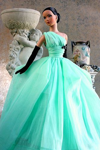 Gorgeous dress! I love how it goes over one shoulder, and I love the black and mint green together. <3