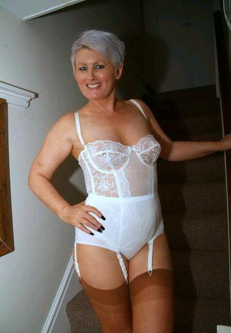 girdle mature women having sex porno pic