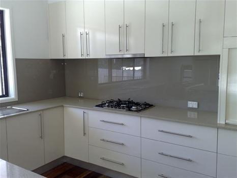 Download Wallpaper White Kitchen Splashback