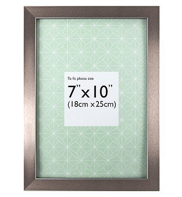 The Frames Company Photo Frame 10x7 10203183 64 Advantage Card Points This Modern Frame Has Been Designed To Tak Frame Frame Company Photo Frame
