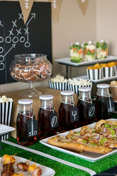 Game Time! Football Party Food Table Ideas - Football party ideas - #Food #Football #Footballpartyideas #game #ideas #party #Table #time