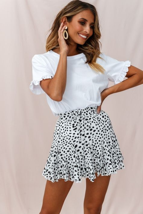 trendy outfits for summer / trendy outfits . trendy outfits for school . trendy outfits for summer . trendy outfits for women . Stylish Summer Outfits, Summer Outfits Women, Spring Outfits, Winter Outfits, Simple Outfits, Summer Skirt Outfits, Cute Outfits With Skirts, Cute Skirts, Summer Fashions