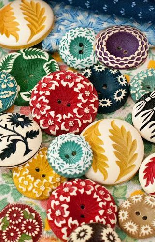 Date: Note: Colourful vintage buffed celluloid buttons. Also very fun and tropical. Perfect to use it in any designs for the summer outfits.
