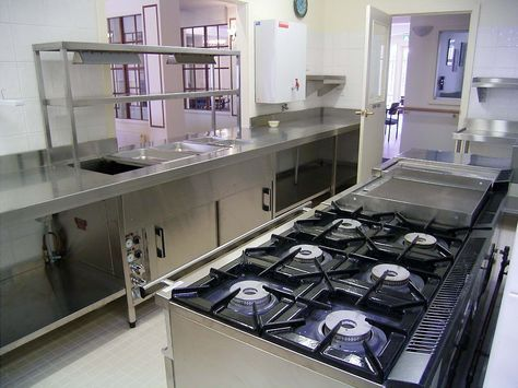 Aldhafrah Is One Of The Outstanding Amongst Other Industrial Kitchen Equipments Dubai A Commercial Kitchen Design Restaurant Kitchen Design Restaurant Kitchen
