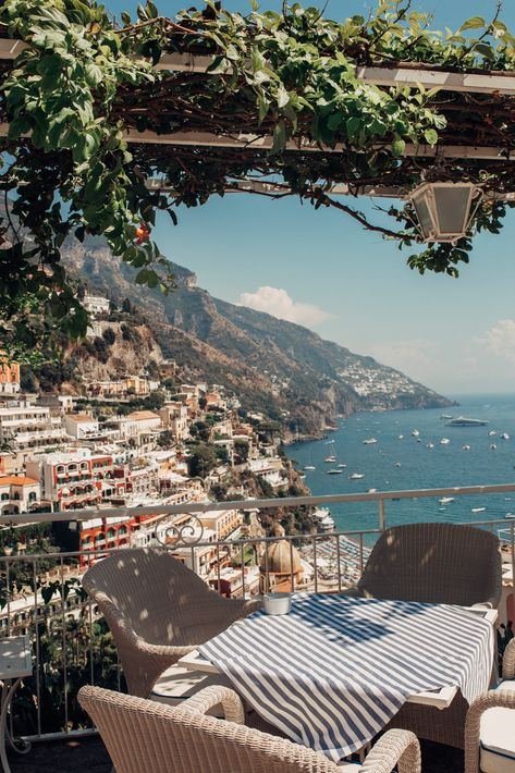 The ultimate travel guide to Positano Italy. Soak up la dolce vita in the most glamorous part of Italy with my Positano recommendations as your guide. Positano Italien, The Places Youll Go, Places To Visit, Places To Travel, Travel Destinations, To Infinity And Beyond, Travel Aesthetic, Ultimate Travel, Travel Goals