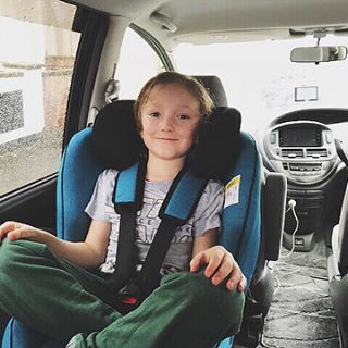 What Are The New Features In The New Axkid Minikid 2018 Here Is Charlie 7 Years 126 Cm And 23 Kg In Previous Ver Child Safety Seat Car Seats Cool Kids