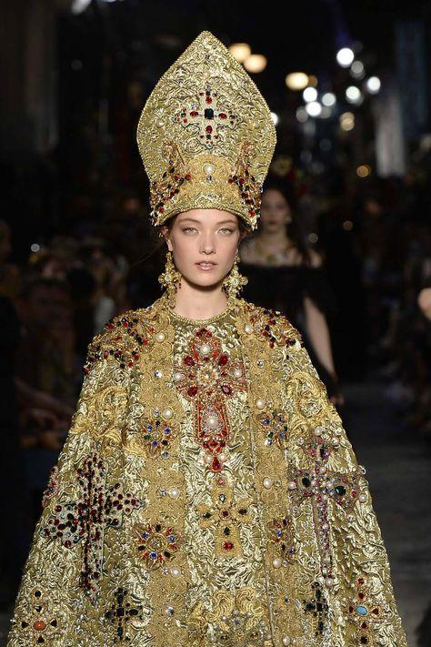 Afbeeldingsresultaat voor dolce and gabbana pope look