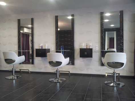 Salon De Coiffure Ambiance Moderne Le Fil De L Ame Nos Realisations Meubles Pour Coiffeur Paris Marseille Beauty Salon Decor Salon Furniture Parlour Design