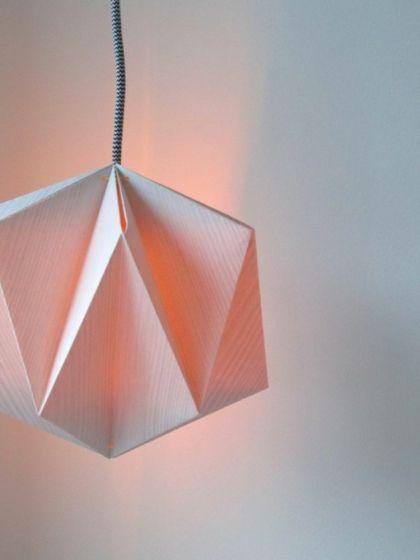 Diy Origami Lampe 10 Kreative Designs Origamian Leitung La Diy Origami Lampe 10 Kreative Designs Ori In 2020 Origami Lampshade Origami Lamp Origami Lights