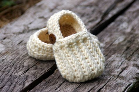 Baby Shoe Crochet Pattern Easy  On Loafers  - knit look crochet - Two Girls Patterns