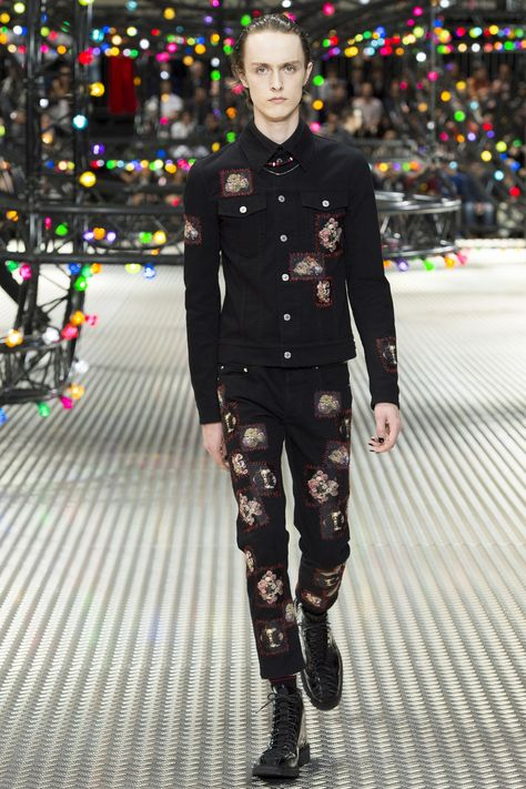 Catwalk photos and all the looks from Dior Homme Spring/Summer 2017 Menswear Paris Fashion Week