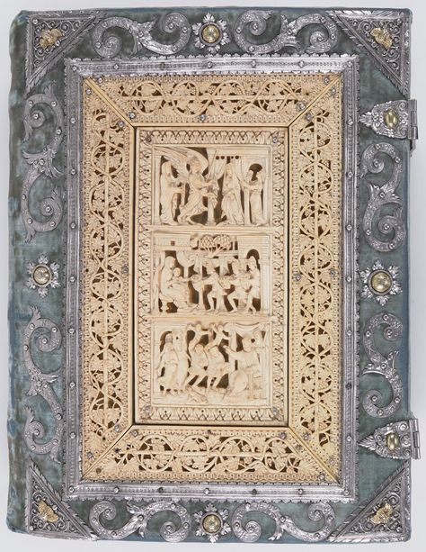 800 Medieval Manuscripts