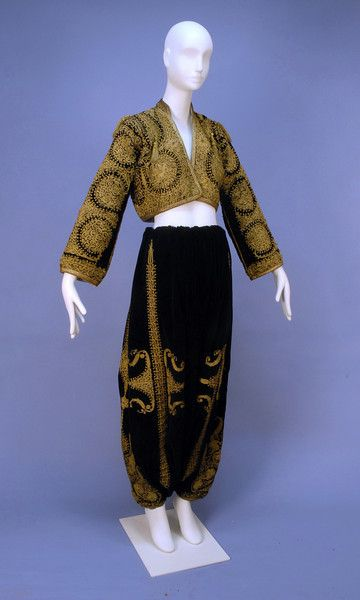 From Konya province, probably from Balkan emigrants. Late-Ottoman era, end of century. Two pieces: 'şalvar' (wide drawstring trousers) and 'cepken' (jacket). Black velvet embroidered with couched gold dival work with floral medallion. Bride Costume, Folk Costume, Historical Costume, Historical Clothing, 1800s Clothing, Vintage Outfits, Vintage Fashion, Empire Ottoman, Textiles