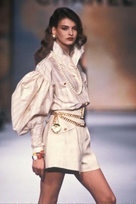 Linda evangelista / chanel runway show 1987 paris, france.