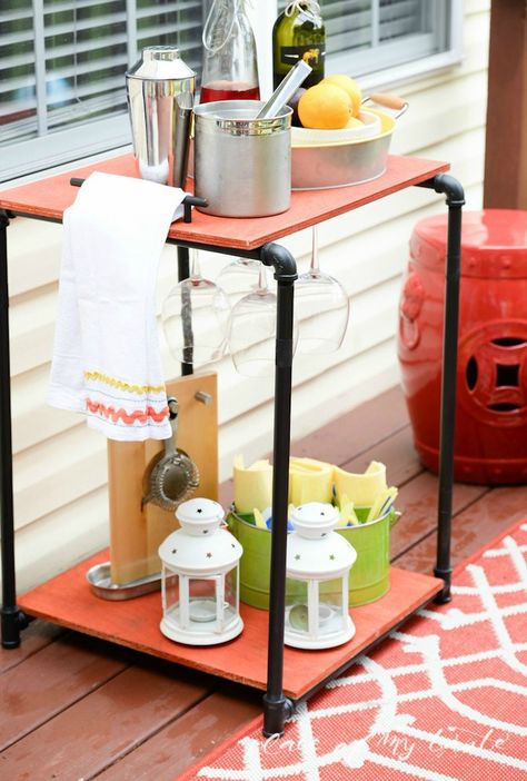 Get your deck ready for spring with this DIY Industrial Pipe Bar Station! Outdoor entertaining will be made easy with this great craft project.