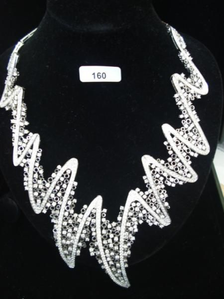 """CIRIBELLI : Collier semi rigide articulé en or gris à décor de vagues serti de[...], mis en vente lors de la vente """"Bijoux, Montres et Vintage """" à Tradart Deauville   Auction.fr"""