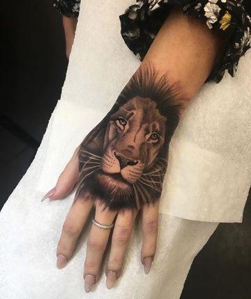 Tatuajes De Leones En La Mano Diseno Sencillo Tatuaje De Leon En La Mano Tatuajes En La Mano Tatuaje De La Mano